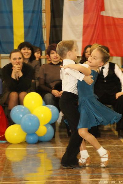 Как сделать прическу для девочек по спортивным бальным танцам