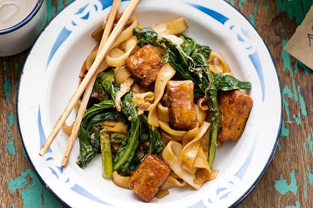 Жареная лапша по-тайски со свининой